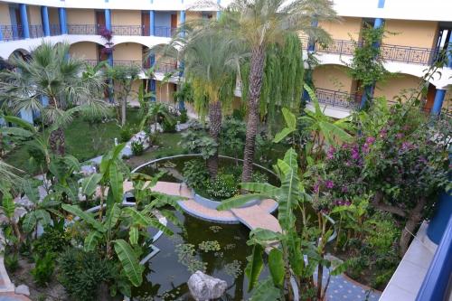 atrium,hôtel,bassin